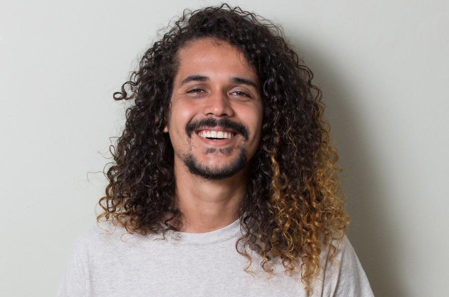 Geovani Martins é um dos finalistas na categoria Prosa de Ficção com a obra 'O sol na cabeça | © Chico Cerchiaro