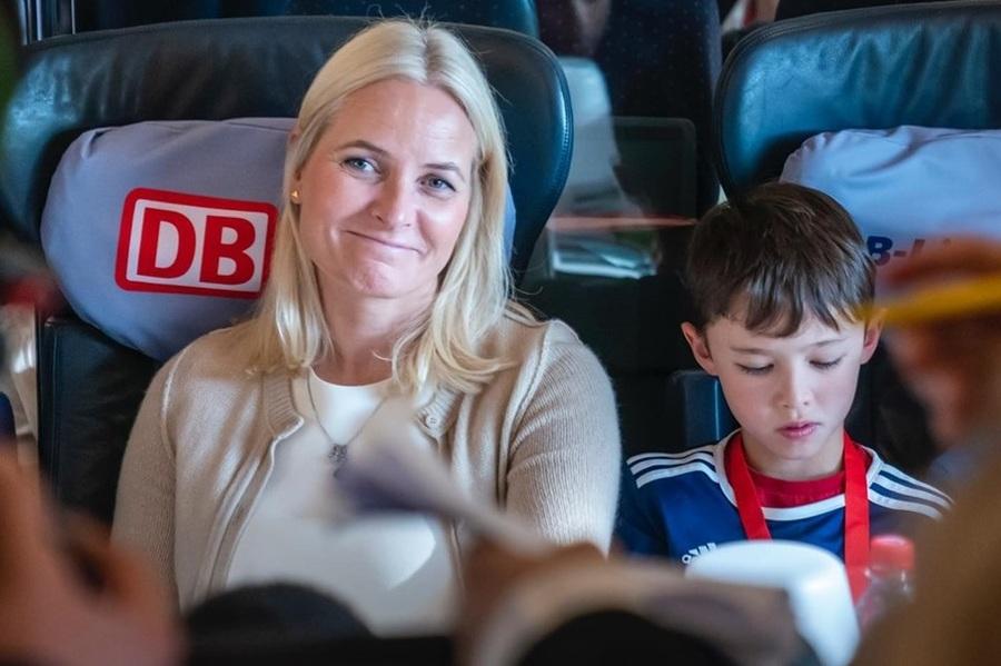 Princesa Mette-Marit, embaixadora da literatura norueguesa, chegou ontem em Frankfurt a bordo de um trem da Deutsche Bahn | Heiko Junge / NTB / Corte Real