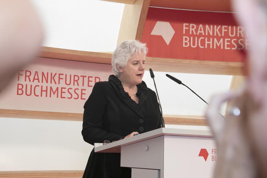 Hélène Laurendeau, ministra do Patrimônio Canadense, durante a apresentação dos planos do seu país para Frankfurt 2020 | Karsten Thormaehlen / Buchmesse