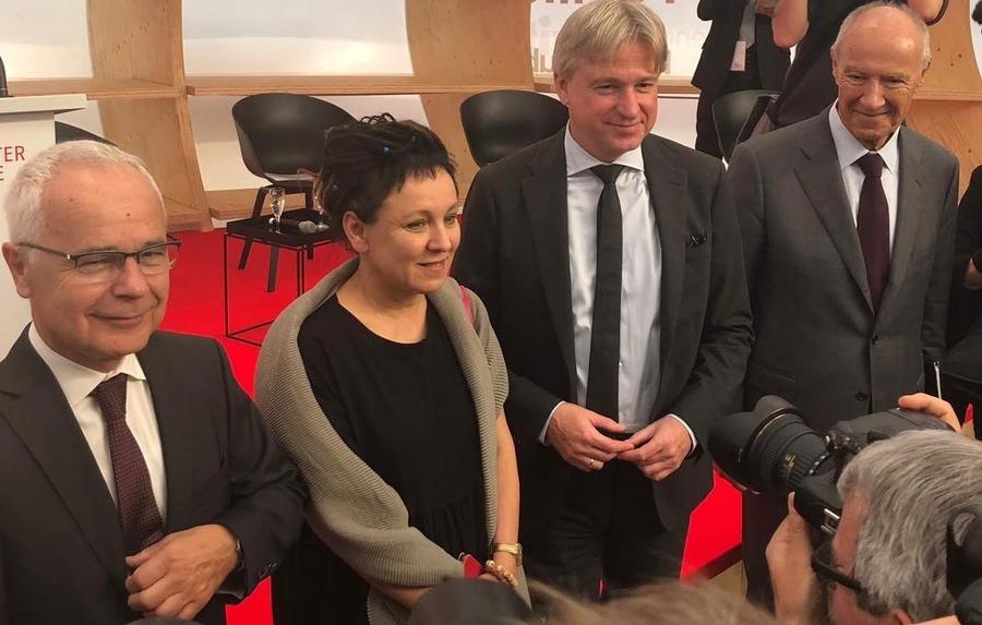 Heinrich Riethmüller, Juergen Boos, Olga Tokarczuk e Francis Gurry na coletiva para a imprensa na Feira de Frankfurt 2019