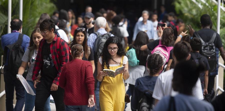 Leitoras são a maioria entre os frequentadores tanto da Bienal do Rio (na foto) quanto da Flup | Divulgação / Bienal