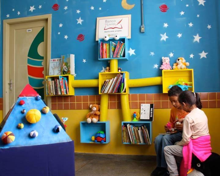 Casa da Leitura instalada em um posto de saúde de Porto Alegre | © Divulgação