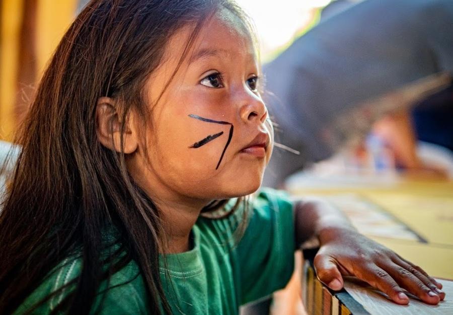 Criança da Aldeia Itaxi durante a inauguração da biblioteca | Miguel Angelo Jr.