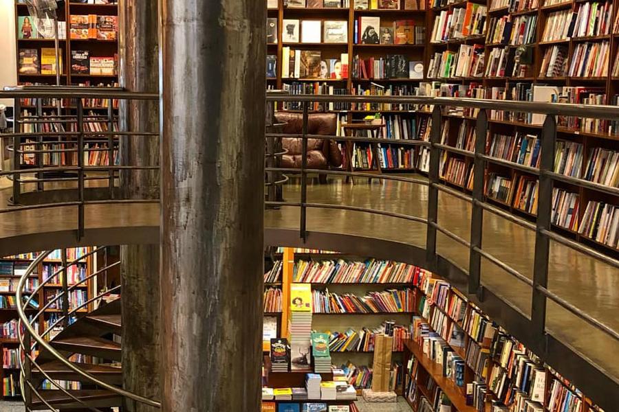 Apenas 17% dos municípios brasileiros têm livrarias, aponta IBGE