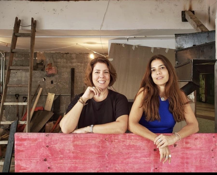 Martha Ribas e Leticia Bosisio no canteiro de obras da Janela   ©Mônica Ramalho / Divulgação