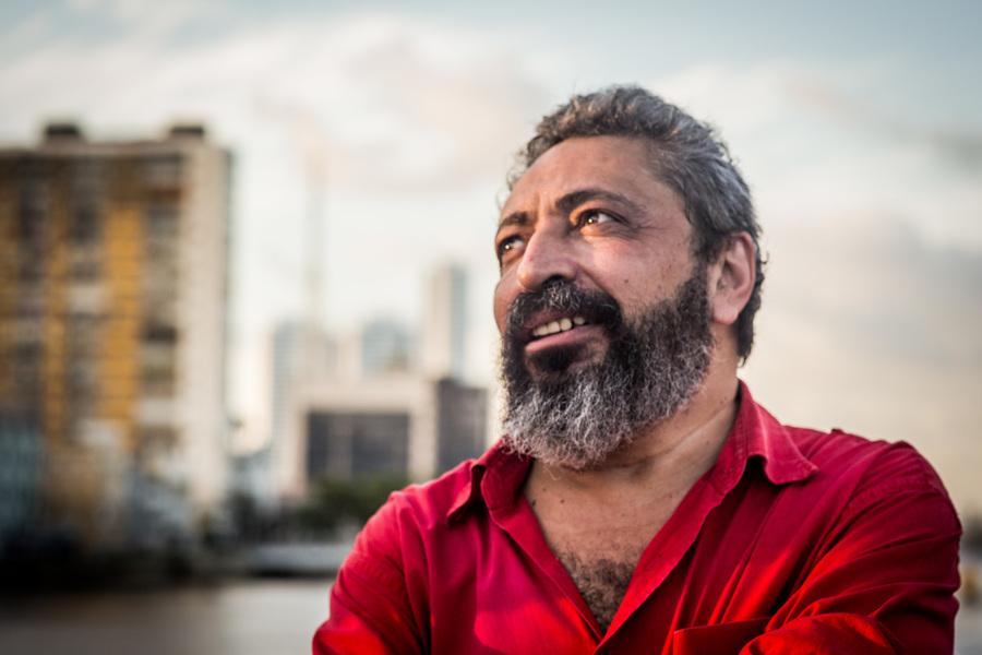 O escritor cearense Sidney Rocha é o novo presidente do Conselho Editorial da Cepe | © Anny Stone / Divulgação