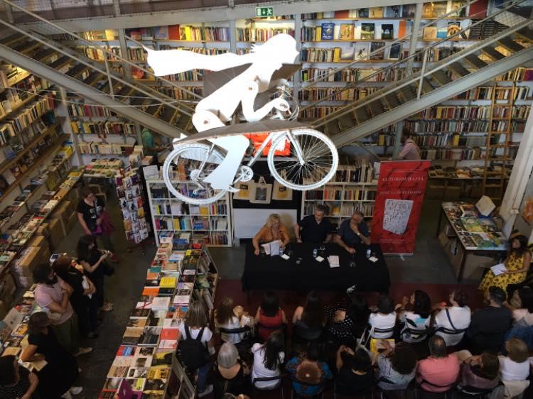 Ler Devagar, agora vazia, é uma livraria que se tornou símbolo de Portugal | © Redes sociais da livraria