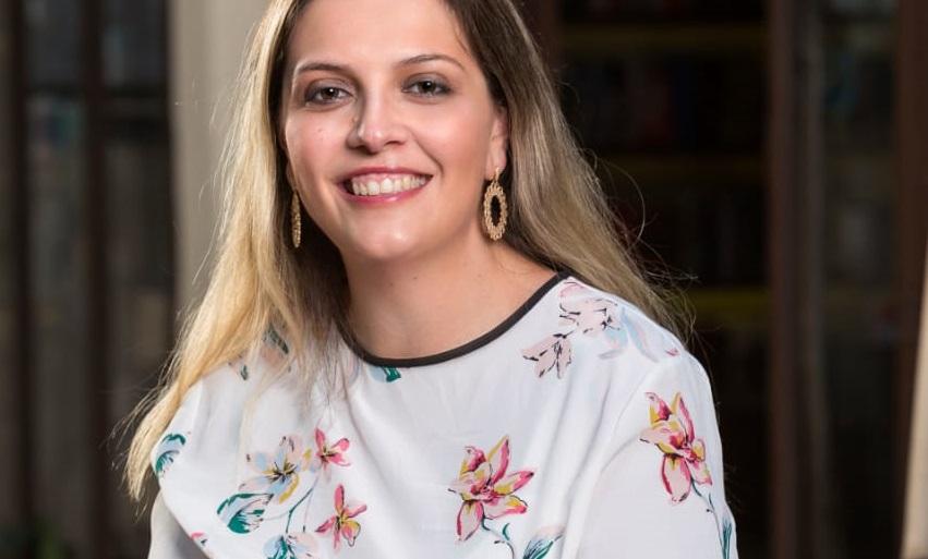A livreira Talita Camargo celebra dois possíveis novos best-sellers, mas lamenta que - por conta da pandemia - eles não deverão refletir em vendas nas livrarias | © Paulo Vitale