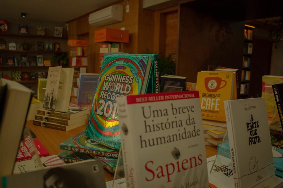 De acordo com Painel do Varejo de Livros no Brasil, no acumulado do ano, a perda é de 13% | © Cris Vieira / Divulgação - Livraria do Comendador