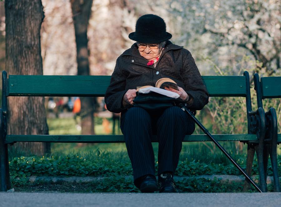 Livro 'Vó, me conta a sua história' estreou na lista dos mais vendidos desta semana | @ Alex Blajan