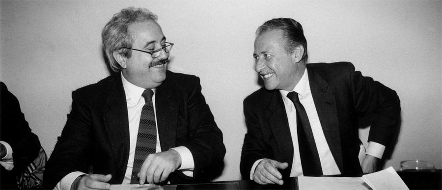 Borsellino e Falcone, ambos assassinados pela máfia Casa Nostra em 1992, são temas de um dos títulos que estreou na Lista dos Mais Vendidos desta semana | © Tony Gentile / Wikipedia