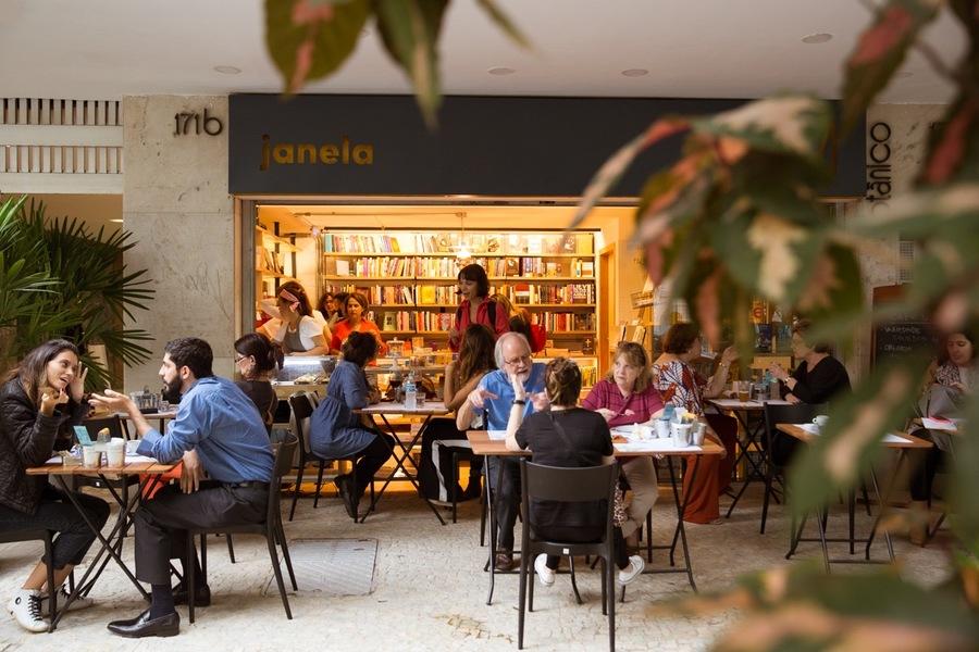 A Livraria Janela, no Rio, foi aberta no fim de semana antes do início da quarentena. Ela é uma das beneficiadas pelo Projeto Retomada | © Monica Ramalho / Divulgação