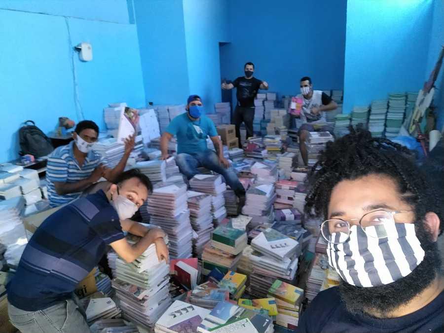 ONG Cia das Artes recebendo a doação | © Divulgação
