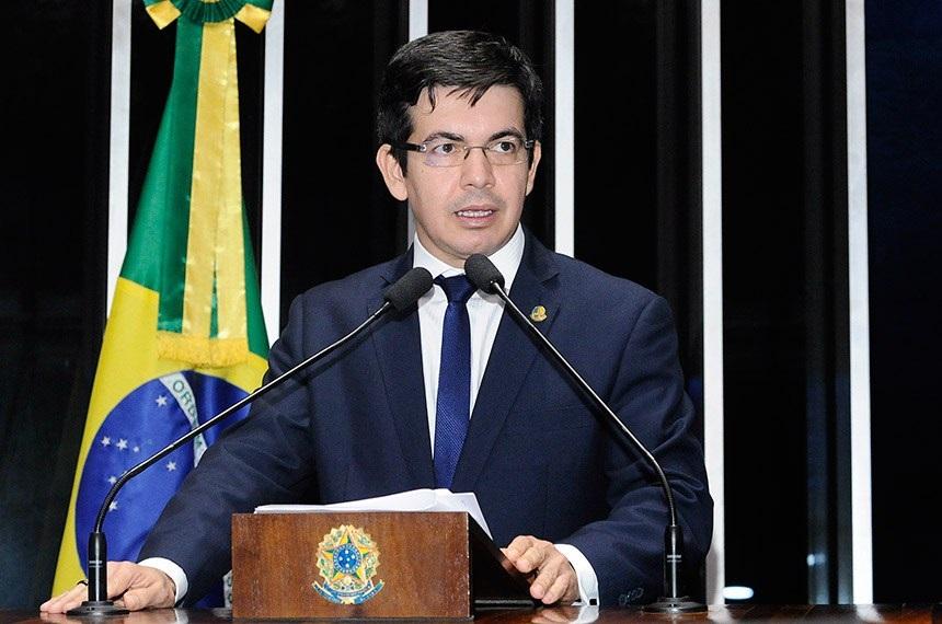 Senador Randolfe Rodrigues apresenta PEC na tentativa de barrar tributação do livro | © Waldemir Barreto/Agência Senado