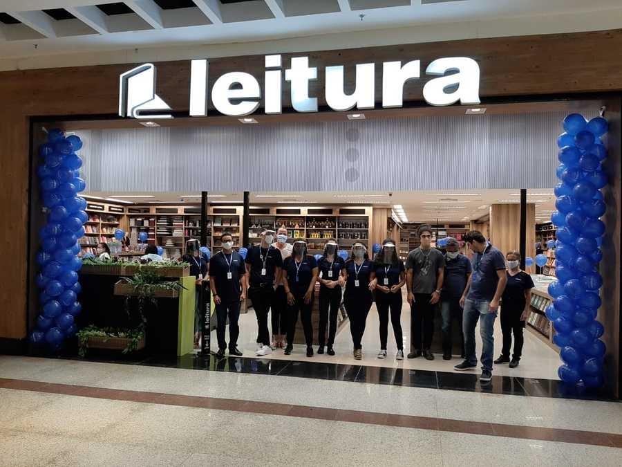 Funcionários paramentados esperam os clientes da nova unidade da Leitura no Espírito Santo | © Divulgação