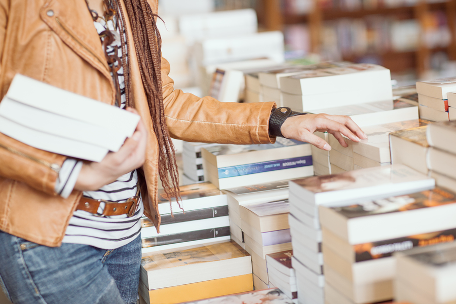 Varejo de livros cresce 69% na passagem de maio para junho, aponta IBGE © LStockStudio / Shutterstock