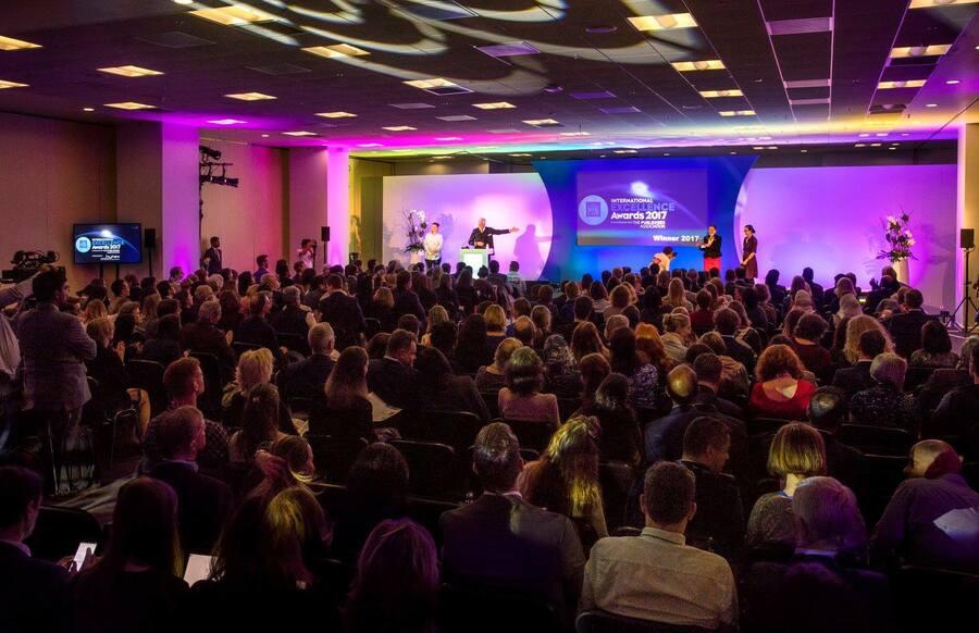 Cerimônia do International Excellence Awards em 2017 | © Divulgação