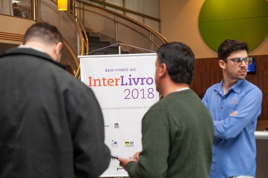 Foto de profissionais do livro reunidos no InterLivro que acompanhou a edição de 2018 da Bienal Internacional do Livro de SP