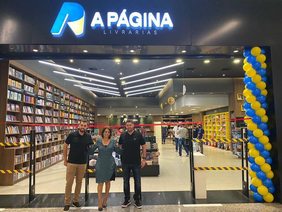 Murilo, Eunice e Gilmar Cosmo Jr. inauguram a nova loja da rede A Página