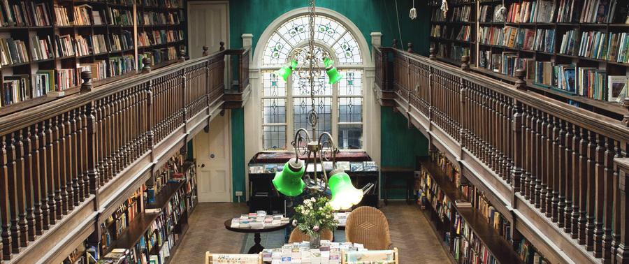 Daunt Books, de Londres, é a livraria independente fundada por James Daunt, hoje CEO da britânica Waterstones e da americana Barnes & Noble | © Reprodução do site da livraria