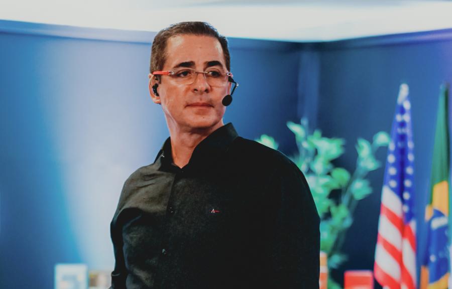 Pela apuração do PN, em 2020 Paulo Vieira vendeu mais de 100 mil exemplares. Na Lista Nielsen PublishNews de fevereiro, ele assegurou as posições dois e três de Não Ficção e ainda emplacou um estreante   © Divulgação