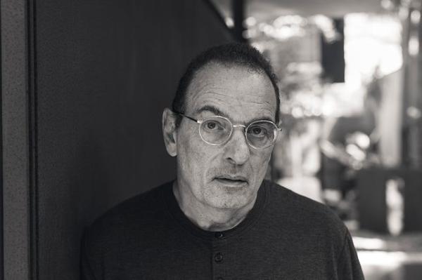 Livro de memórias de Luiz Schwarcz chega à Lista dos Mais Vendidos | © Renato Parada / Instagram da Editora