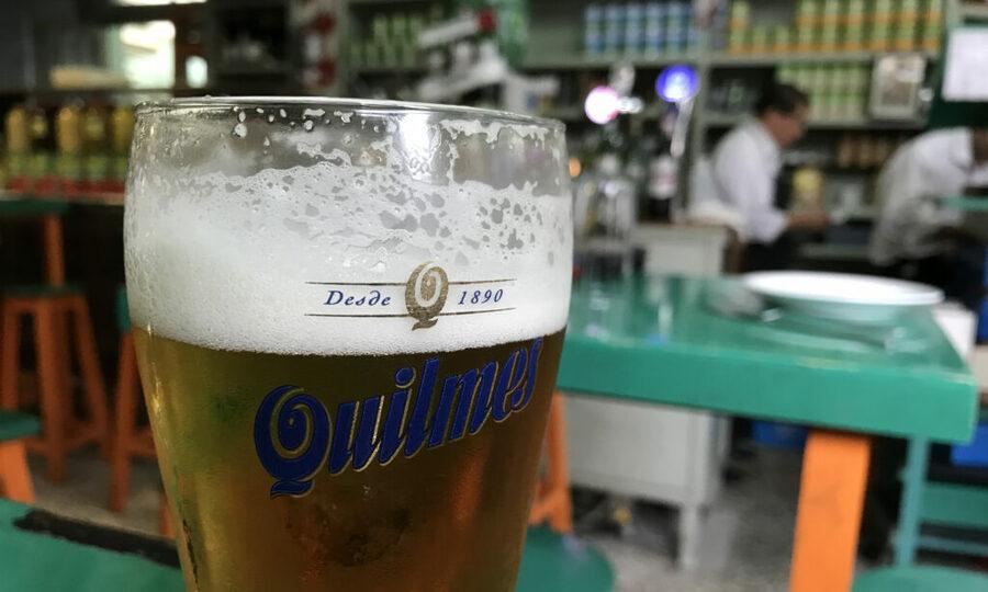 Um bar em Palermo, Buenos Aires, bairro onde o PublishNews Espanhol planejava uma festa antes da pandemia   © Divulgação