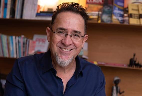 Beto Colombo conquistou a posição de número 1 da Lista dos Mais Vendidos com livro sobre a sua experiência no Caminho de Santiago de Compostela   Reprodução do site do autor