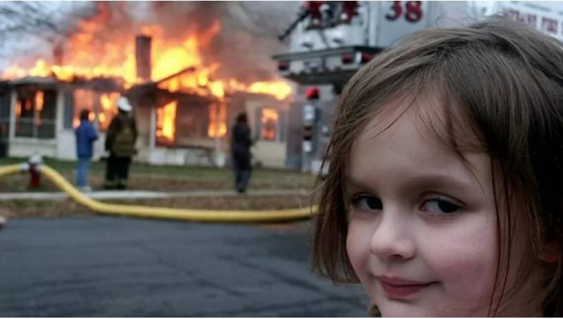 Meme 'Disaster Girl', vendido como NFT por US$ 473 mil   Reprodução