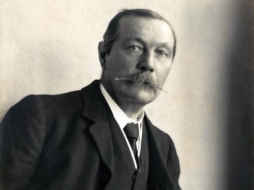 Histórias de Anthony Horowitz escritas a partir da obra de Arthur Conan Doyle serão lançadas em áudio pela Storytel, antes de virarem livros ou filmes | © Walter Benington, 1914 / RR Auction / Wikicommons