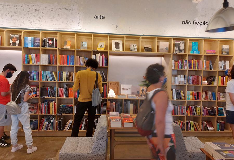 De acordo com o instituto de pesquisa, varejistas venderam 6,6 milhões de cópias e faturaram R$ 266 milhões com a venda de livros | © Leonardo Neto