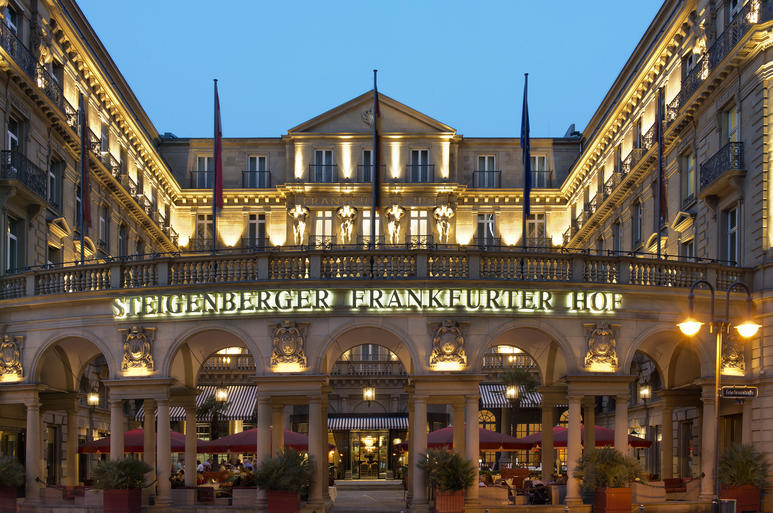 Hotel Frankfurter Hof, ponto de encontro obrigatório nas noites de Frankfurt | © Divulgação