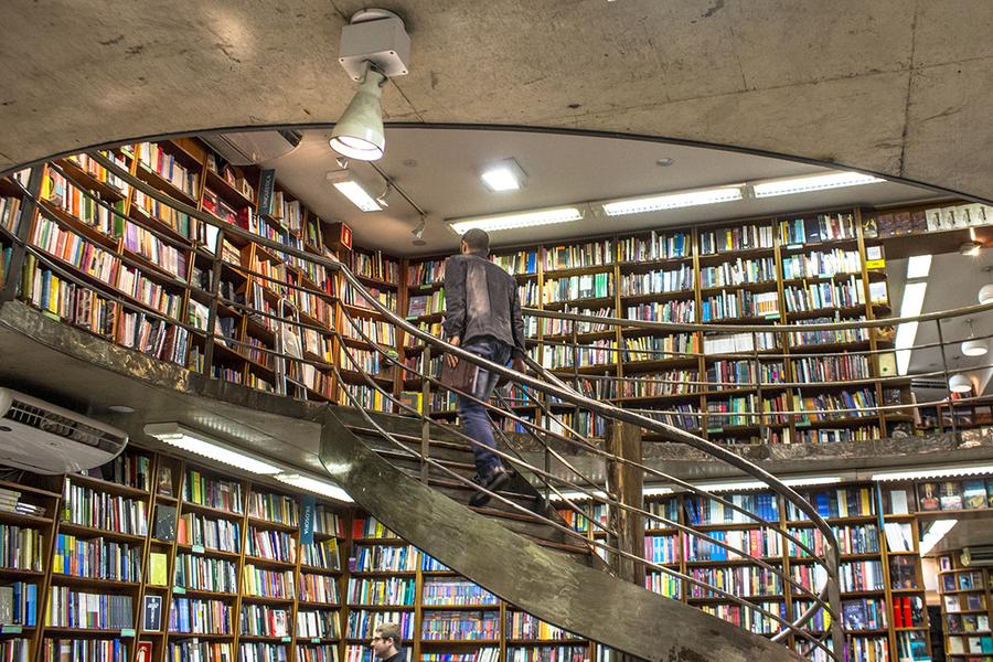 Painel do Varejo de Livros no Brasil, realizado pela Nielsen e pelo SNEL, registra a venda de 36,1 milhões de unidades e faturamento de R$ 1,5 bilhão com a venda de livros | © Alf Ribeiro / Shutterstock